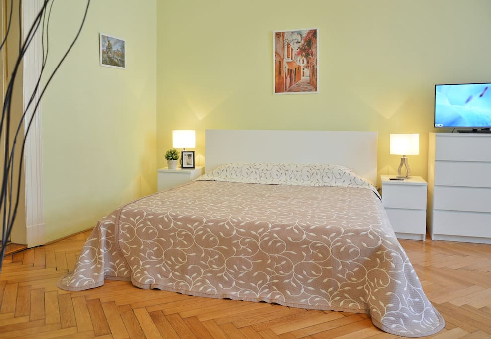 Bedroom №1: with king-size bed for two person and foldout sofa for two person.