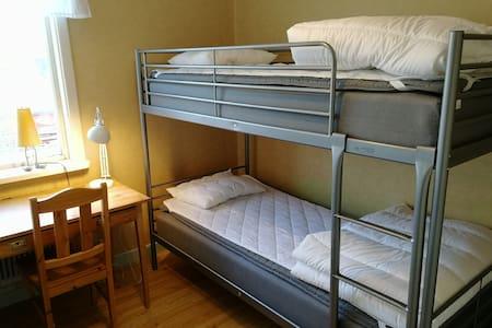 Rum för 3 nära Härnösands central och resecentrum.
