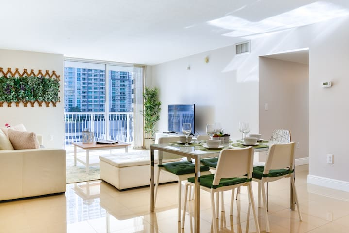 **Spacious 3 Bedroom - Center of BRICKELL w POOL**