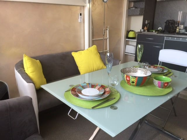 Petit studio tout confort en face de la plage - Fréjus - Apartment