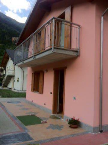 Haus mit Garten 15 km von Bormio