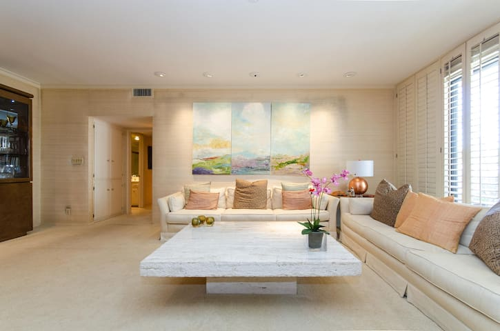 Beverly Hills/Century City 2 Bdrm Condo with Pool!