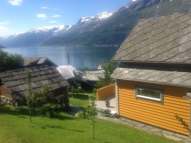 Beautiful fruit farm in Lofthus, Hardanger - Lofthus - Huis