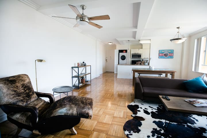 Coolest 2 bedroom right next to the GROVE! Pool! - Los Angeles - Pis