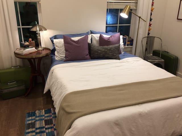 Cozy Town Creek Guest Suite