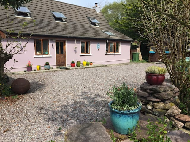 Landsdowne Cottage , Glen Inchaquin, Tuosist.