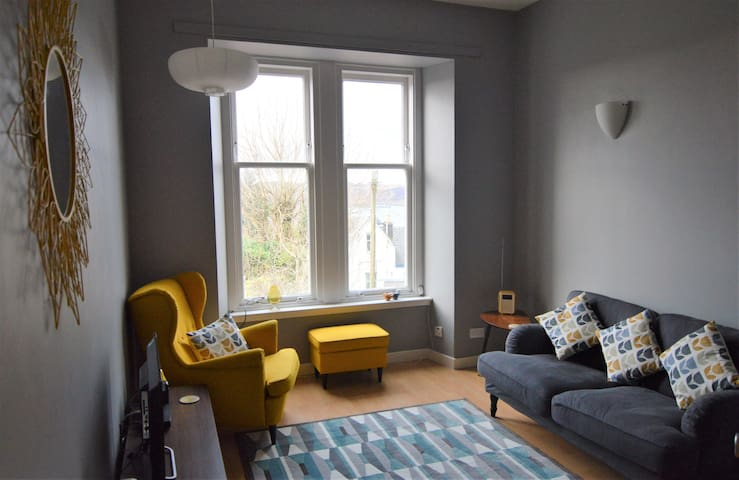 Entire flat above town centre with stunning views. - Oban - アパート