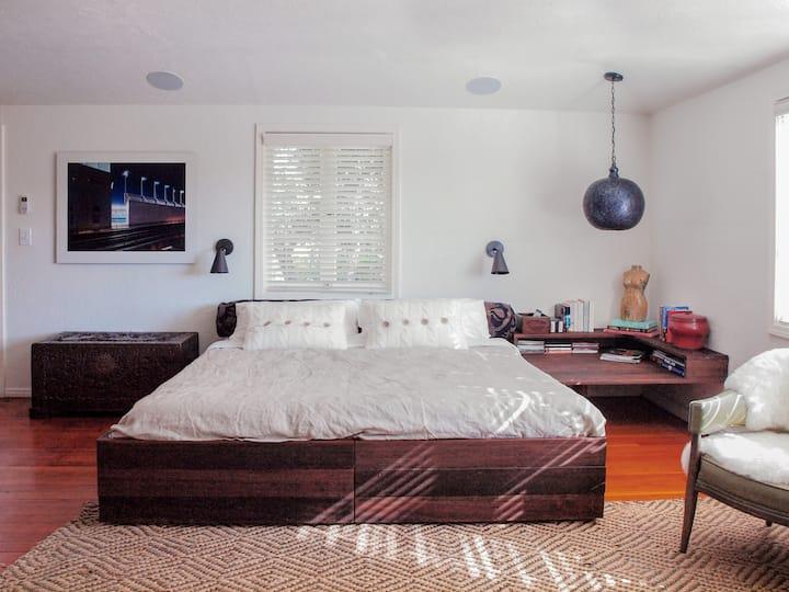 Modern, Cozy Silver Lake Guest House