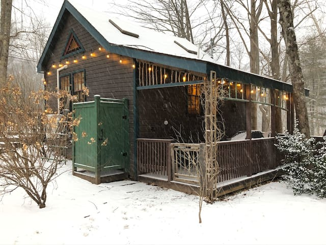 Charming creekside cottage in Phoenicia