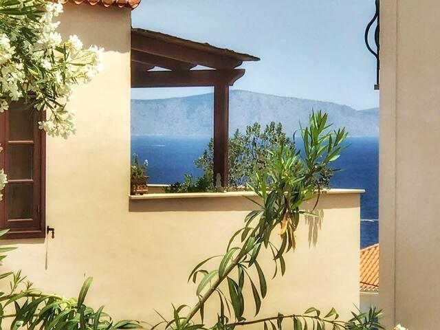 Spetses Hill Apartment
