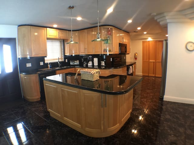 #8 - 4/B  Grand Deluxe Luxurious Vacation Home - Lighthouse Point