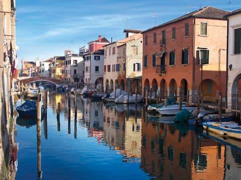 Intera casa sul canal Vena nel cuore di Chioggia