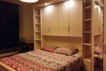 Beautiful Double Room in Amsterdam - Amsterdam - Hus