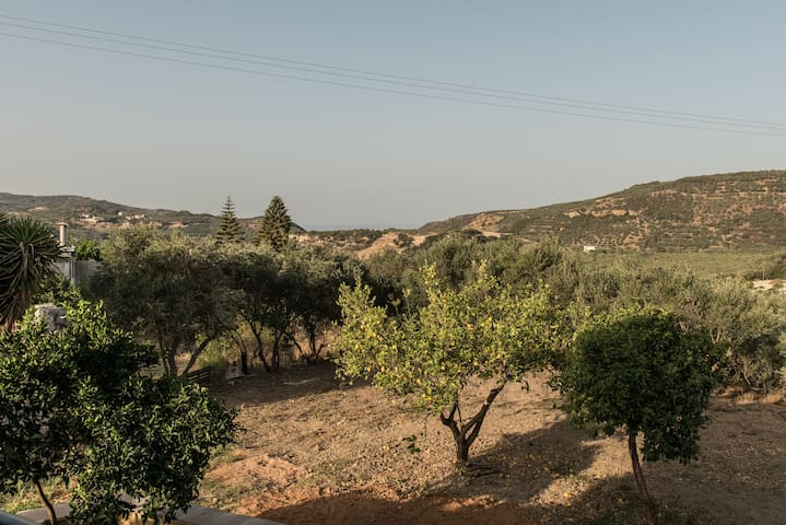 Country house in the hills of Crete near the sea - Kalidonia - บ้าน