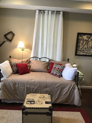 The European inspired Studio Apartment close to UD