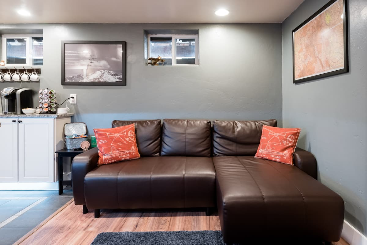 Private Basement Apartment near Downtown