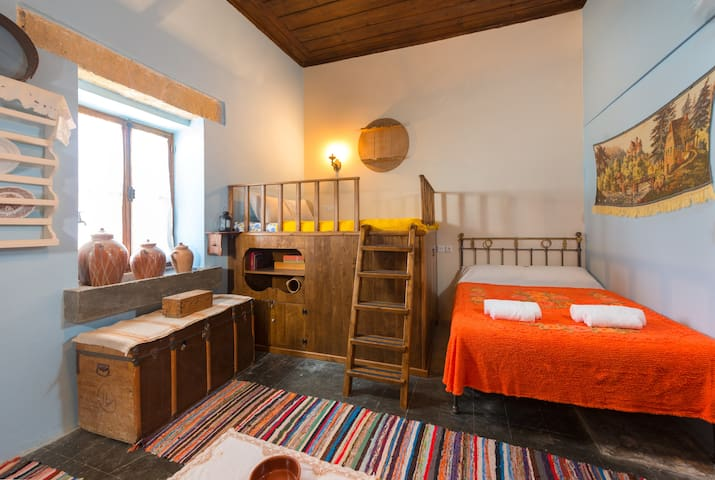 Elena's Traditional Village Suite - Θεολόγος - Casa