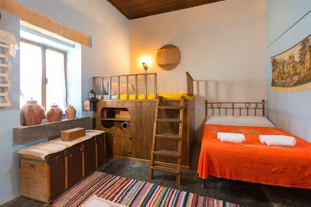 Elena's Traditional Village Suite - Θεολόγος