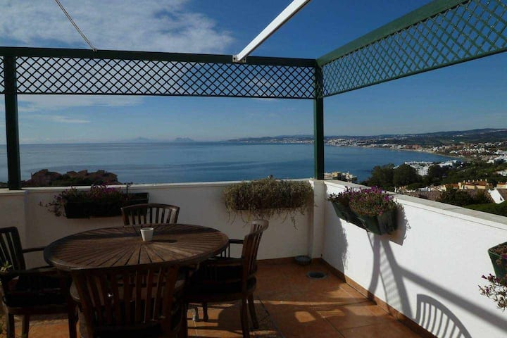 Penthouse in Estepona with huge terrace and fabulous sea views close beach