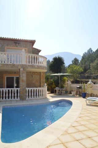 Casa Mirabo (Fully aircond villa with pool )