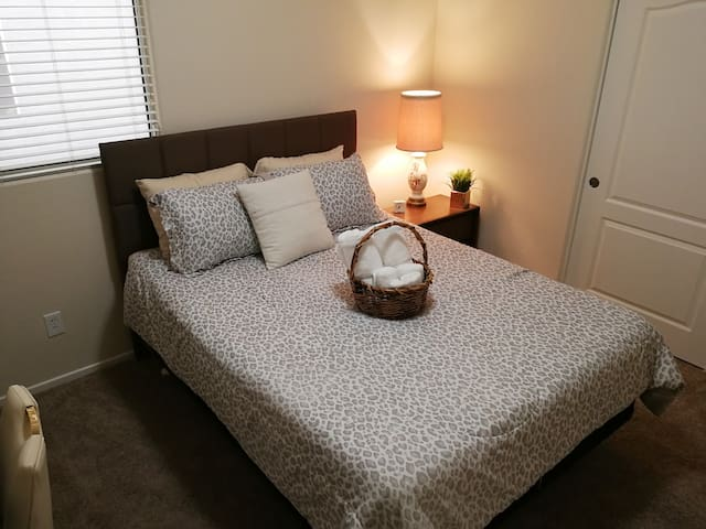 Charming room in spacious 2 story home