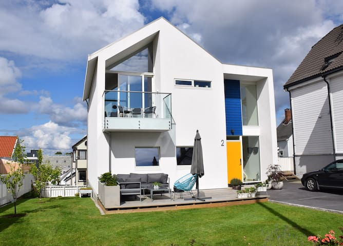 Room in beautiful modern house in hip neighborhood - Stavanger - Rumah