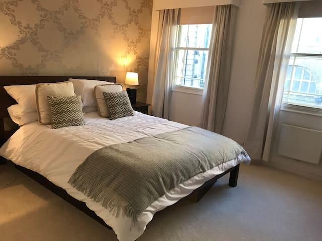 Kings Cross Regency Townhouse - hotel style room