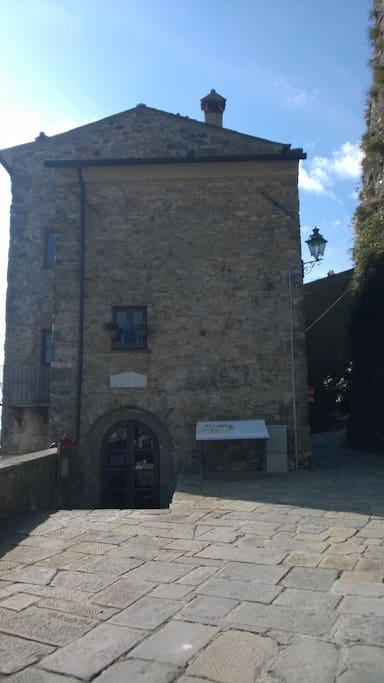 The theatre of the Malaspina Castle - Il teatro del castello Malaspina