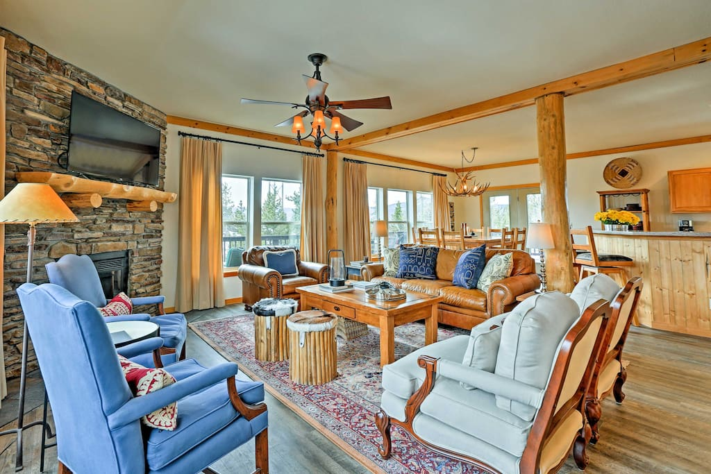The home offers 3,000 square feet of living space and sleeps up to 14!