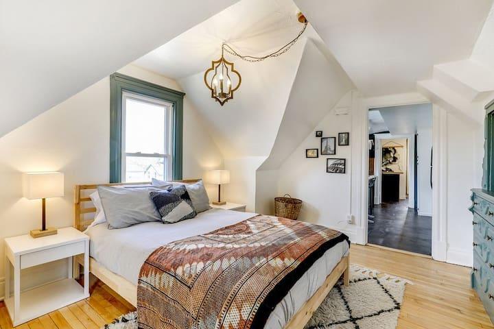 Global-inspired bedroom
