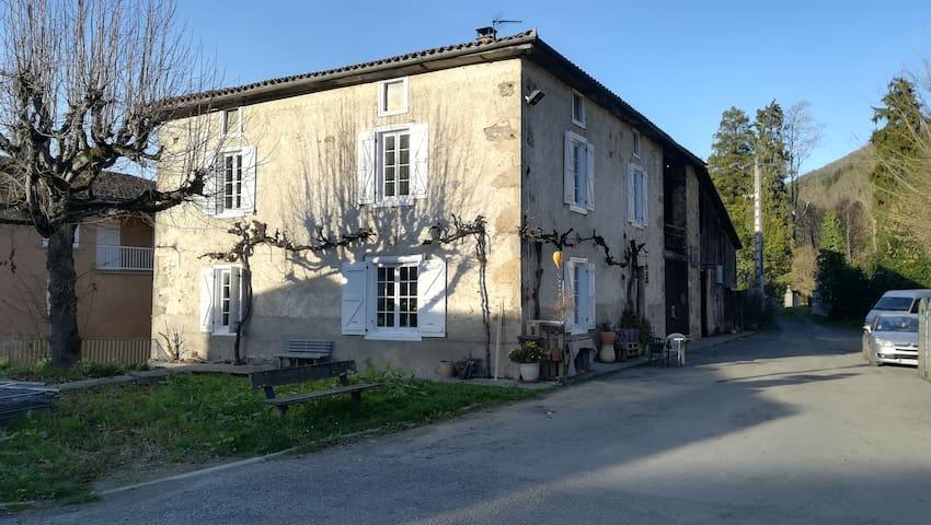 Chambre privée à Arbas.