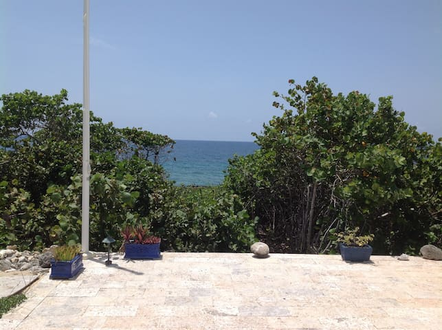 Watch the sea go by from your private 1BR/1BA - West Bay - Hus