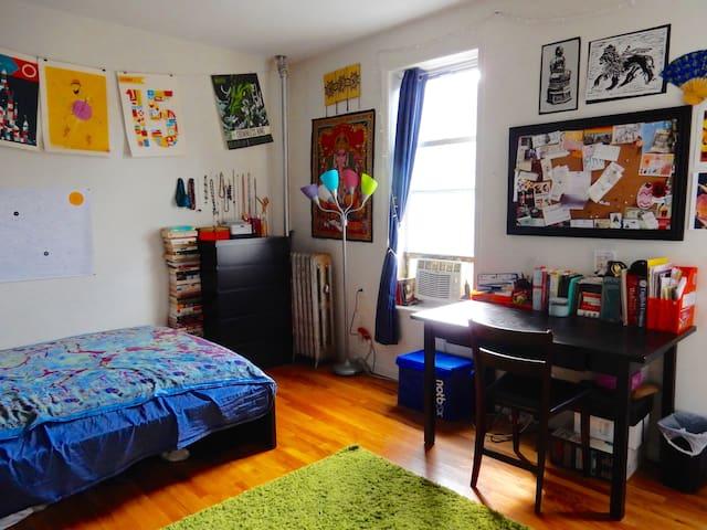Large bedroom near Park & Sbwy - Brooklyn - Apartemen