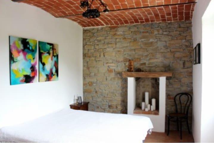Soveværelse med stor dobbeltseng eller to enkeltsenge