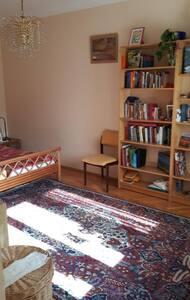 WG Zimmer (Herz-Jesu-Viertel) vorwiegend alleine