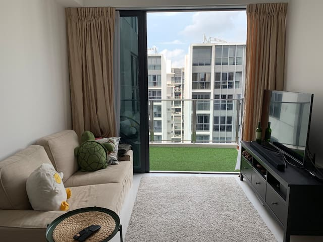 Modern Top Floor Apartment close to MRT