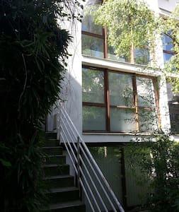 Chambre dans beau triplex / belle impasse arborée - Paris - Villa
