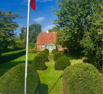 Gallery Flat with lakeview and 1 km to baltic sea