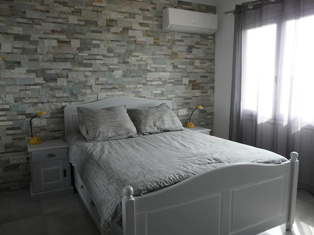Bedroom with air-condition