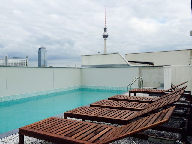 Design loft with rooftop & pool