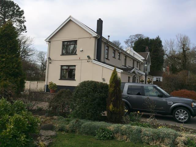 Penrhadw Farm Guest House - Pontsticill - Bed & Breakfast