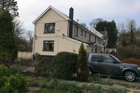 Penrhadw Farm Guest House - Pontsticill