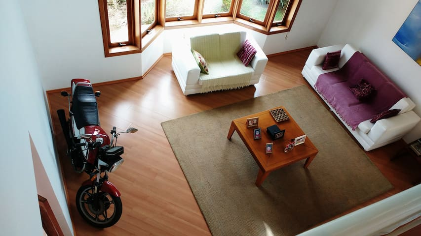 Casa Ampla e Confortável em Condomínio fechado