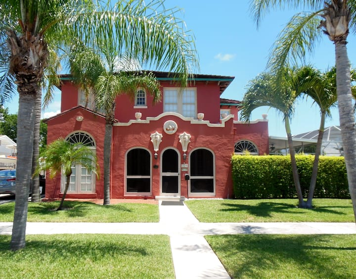1925 Mizner historic home with Private Pool.