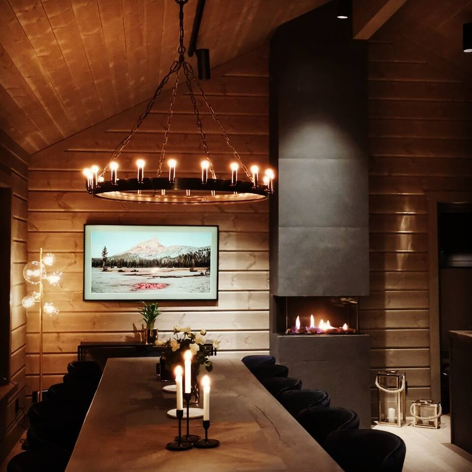Spisestove i eksklusiv lodgestil, gasspeis, Frame-tv, Artwood crown lampe