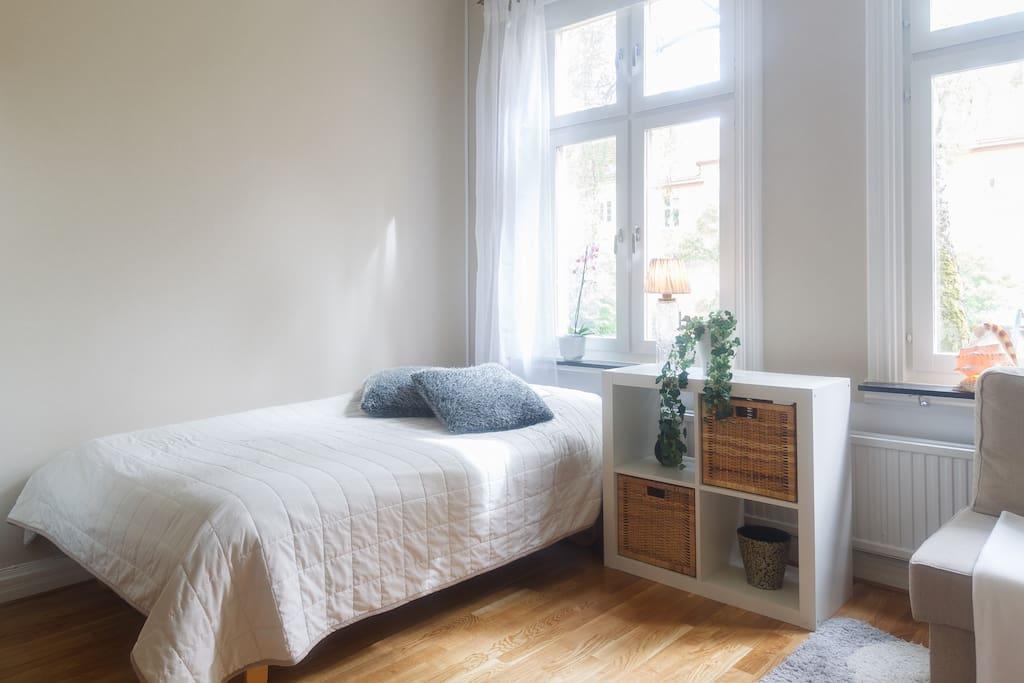 A proper bed 120x200 cm