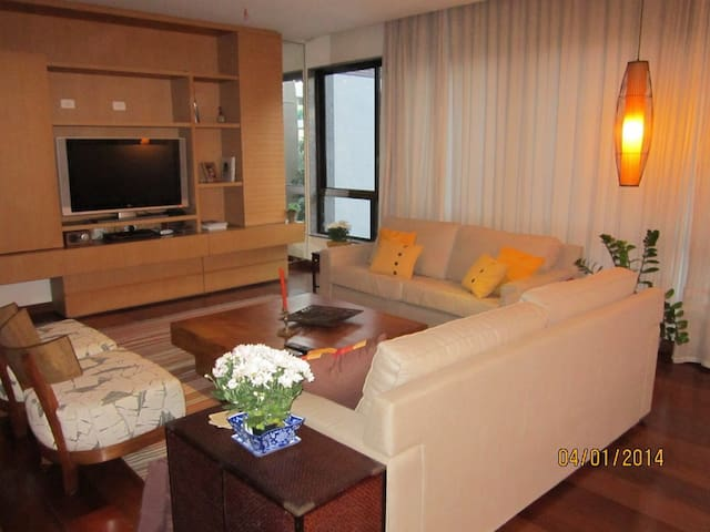 IDEAL LOCATION-LUXURY SECURITY 4BR 60 FT TO BEACH