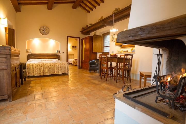 Romantic apartment in Pietreta, old farmhouse