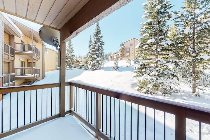 New listing! Slopeside ski-in/ski-out condo w/ private hot tub & panoramic views