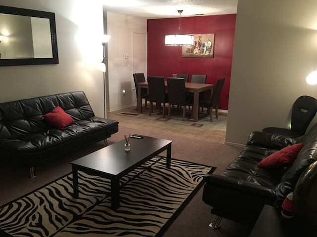 2/2 Cozy apartment unit #4E